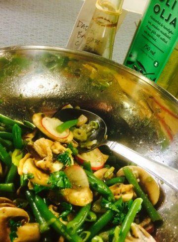 Champinjon- och haricot verte-sallad med dadelbalsamvinäger