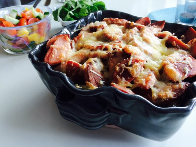 Falukorvsgratäng med sweet chili