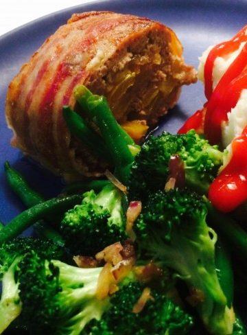 Köttfärsrulle med paprika, ost och lök
