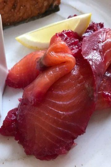 Rödbets- och citrongravad lax